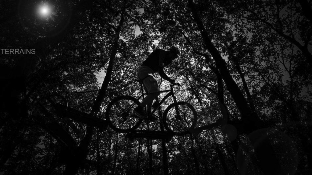DRAG MOUNTAIN BIKING ON HANIGING ROPES